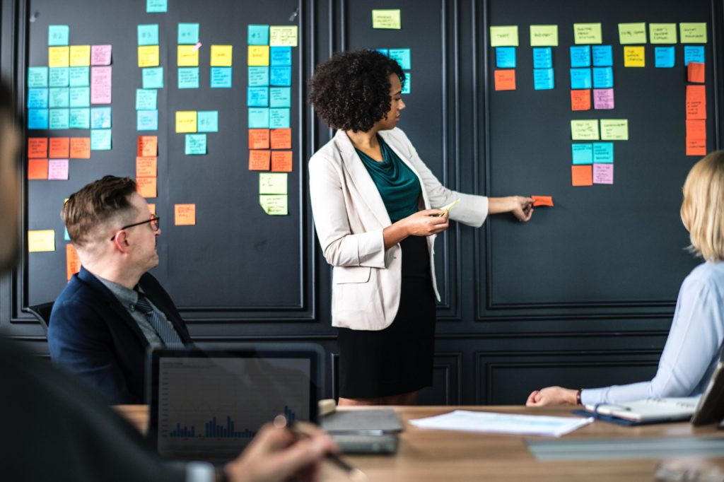 boardroom-meeting-sticky notes